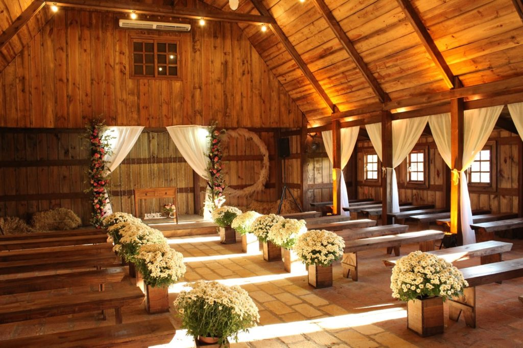 Popular Wedding Themes for Fall and Winter Vintage Barn Ceremony